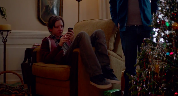 Apple Airs iPhone 5s Holiday Commercial Featuring AirPlay